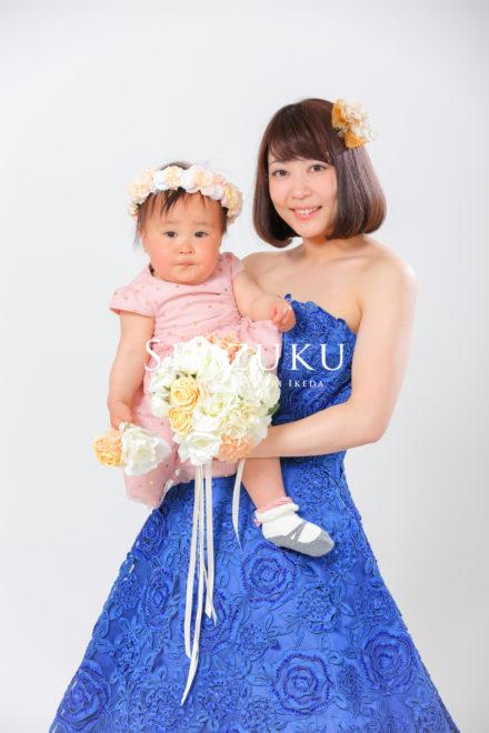 ドレスを着て赤ちゃんと撮影