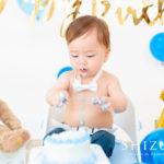 スマッシュケーキを破壊する赤ちゃん